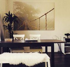 Gemtliches Wohnzimmer Mit Couch Und Farbigen Kissen Sowie