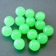 15 runde Glasperlen · Uranglas Grün Alabaster 7mm · pe4622
