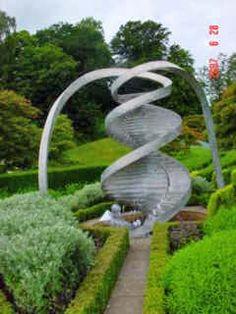 The Garden of Cosmic Speculation w Szkocji. Zajrzyj koniecznie: www.transgaj.pl