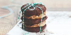 I Quit Sugar shows us how it's done with these Choc Chia Cookies Sugar Free Treats, Sugar Free Recipes, Almond Recipes, Healthy Sweets, Healthy Baking, Healthy Snacks, Healthy Life, Real Food Recipes, Cookie Recipes