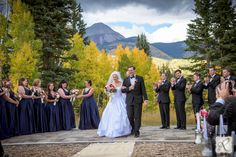 Beautiful outdoor fall wedding ceremony with bridesmaids and groomsmen // Photos by Allison Ragsdale Photography
