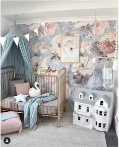 On Trend: 12 Rooms with Dramatic Floral Wallpaper | Flamingo Cocktail