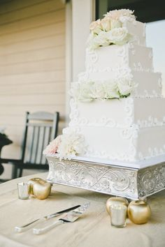 Square tiered cake: http://www.stylemepretty.com/california-weddings/2015/05/20/elegant-fall-estate-wedding/ | Photography: Onelove - http://www.onelove-photo.com/