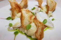 SECONDI. Baccalà marinato su gambero rosso e chips di patate