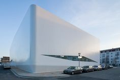 L'agence Gulizzi a été fondée par l'architecte Christophe Gulizzi, elle compte sept collaborateurs et développe des commandes publiques et privées. Nous nous intéressons aujourd'hui à la réalisation d'un complexe de gymnastique de 3600 m2. à massy