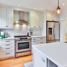White shaker kitchen will provide a clean, bright look and light feel to any home. Keep them looking pristine white and spotless in the long run by practicing these little tricks.  ✨Put blinds, draperies, or window film to shadow your cabinets from direct sunlight. ✨When you start cooking, turn on the ventilation. ✨Don't use scouring pads or abrasive cleansers. ✨Once a week, wipe your shaker style cabinets with warm water and dampened soft cotton cloth. Add dishwashing liquid to the water.