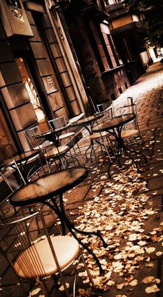 The Nocturnal Cafe.  Waiting for lovers who seek a rendezvous.