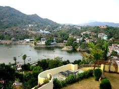 Mount Abu Hill station in Rajasthan. Tour to Mount Abu Rajasthan INDIA. It have historical and spiritual relevance in India. Best Honeymoon Destinations, Holiday Destinations, Jamaica Honeymoon, Travel Destinations, Mount Abu, India Holidays, Holidays Events, Happy Holidays, Moslem