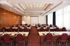 Eines der Konferenz- & Seminarräume / One of the conference and seminar rooms | RAMADA Hotel Siegen