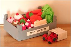 Feutrine dinette panier légumes fruits du marché Diy Gifts For Kids, Diy For Kids, Crafts For Kids, Felt Diy, Felt Crafts, Diy Crafts, Pretend Food, Play Food, Baby Couture
