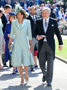 Carole Middleton and Michael Middleton arrive at St George's Chapel at Windsor Castle before the wedding of Prince Harry to Meghan Markle on May 2018 in Windsor, England. Prince Harry Wedding, Harry And Meghan Wedding, Meghan Markle Wedding, Carole Middleton, Middleton Family, Prince Harry Et Meghan, Meghan Markle Prince Harry, Prince Henry, Royal Wedding Outfits