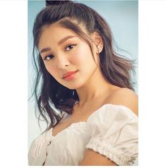 Wishing that summer never ends! Cop this sun-kissed look from our latest make-up tutorial video by Nadine and slay that LustrousSummer look 🌼 Jadine Jadine💜 JamesReid NadineLustre TeamReal ©lustrousph/leigh Nadine Lustre Fashion, Jadine, Gorgeous Women, Beautiful, Best Actress, Cute Hairstyles, Girl Crushes, Makeup Looks, Hair Makeup