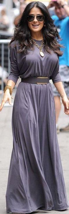 Salma Hayek completely rocks this beautiful gray dress!  I like!!!