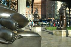 Botero's Square Medellin Largest Countries, Countries Of The World, Spanish Speaking Countries, Colombia Travel, How To Speak Spanish, South America, Places To Go, Beautiful Places, Sculptures