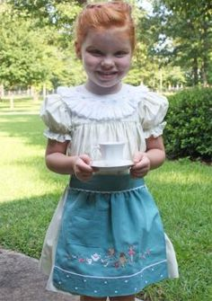 Tea Time Apron for little girls instructions and designs.
