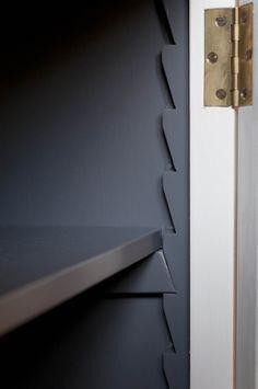 Monticello Kitchen by Homewood Bespoke: la classica cucina in stile inglese. Cucina in stile country inglese. Cucine in stile americano coastal. Farmer Sink. AGA style Cook --- Homewood Bespoke Kitchens and Cabinets, progettazione e produzione sartoriale artigianale full bespoke di cucine e arredi su misura --- www.homewood.it --- #cucinastileinglese #cucinacountry