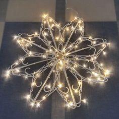 Henkarijoulutähti - näin valmistat somehitin Christmas Home, Christmas Crafts, Christmas Ornaments, Christmas Ideas, Diy And Crafts, Chandelier, Ceiling Lights, Activities, Plastic Hangers