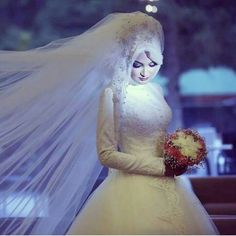 Find images and videos about hijab on We Heart It - the app to get lost in what you love. Bridal Hijab, Hijab Wedding Dresses, Hijab Bride, Bridal Dresses, Muslim Brides, Muslim Couples, Beautiful Hijab, Beautiful Bride, Beautiful Images