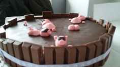 Pigs pool cake by Omar