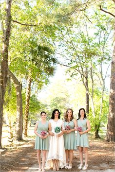 Vintage Inspired Wedding photographed by Amalie Orrange Wedding Dress Suit, Wedding Dresses, Wedding Mint Green, Gold Wedding, Mint Green Bridesmaid Dresses, Barbie Wedding, Sister Wedding, Dress Picture, Wedding Bridesmaids