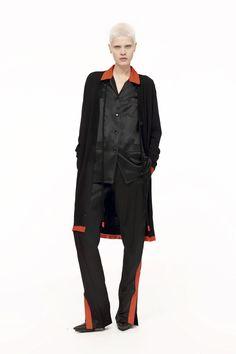 Givenchy Outono/Inverno 2017 | Sabe aquele cetim guardado no armário? Use a vontade!
