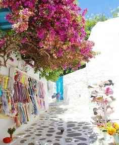"11 mil Me gusta, 47 comentarios - AMAZING DESTINATION (@amazing.destination) en Instagram: ""Mykonos, Greece Photo by @oneworldjustgo #amazingdestination"""