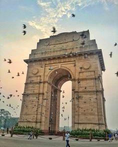 Sunrise at India Gate.