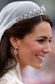 Catherine, Duchess of Cambridge: jewelry not over-the-top, just a classy lady