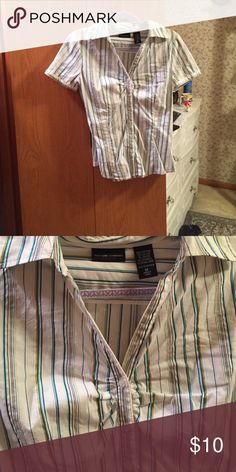 NY&Co. Professional Top Button down, ruches at chest, gold thread through it New York & Company Tops Button Down Shirts