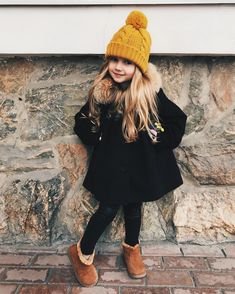 North West Outfits That You'll Never Forget-- See some kids fashion and be enthusiastic about these modern looks. Girls Winter Outfits, Girls Winter Fashion, Little Girl Outfits, Cute Outfits For Kids, Little Girl Fashion, Toddler Girl Outfits, Toddler Fashion, Kids Fashion, Fashion Clothes