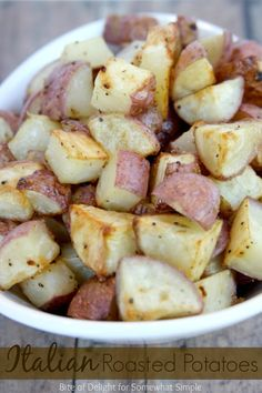 Italian Roasted Potatoes are simple and delicious, and use only 3 ingredients! Perfect side dish for summer...or any time of year! #recipe #roastedpotatoes #italian