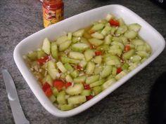 Atjar Van Komkommer En Rode Paprika recept | Smulweb.nl http://www.smulweb.nl/recepten/1093802/Atjar-van-komkommer-en-rode-paprika