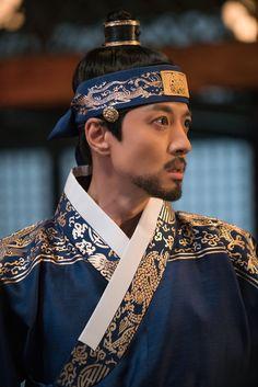 [BY KBS드라마] 일부러 역의 칼에 찔려서 역을 역도로 만든 융 잘 가거라, 아우야 지난 주! 헬게이트 오... Korean Traditional, Traditional Dresses, Queen For Seven Days, Kbs Drama, Fire Nation, Korean Dress, Korean Wave, Beautiful Costumes, Medieval Clothing