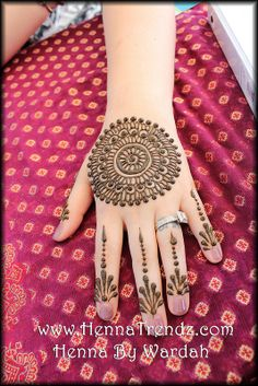 Henna or Mehndi is a tool of beauty that enhanced your persona. Every women is crazy about henna designs. Women of every age from childre. Henna Hand Designs, Mehandi Designs, Mehndi Designs 2014, Mehndi Designs For Girls, Wedding Mehndi Designs, Mehndi Design Images, Simple Mehndi Designs, Henna Tattoo Designs, Traditional Henna Designs