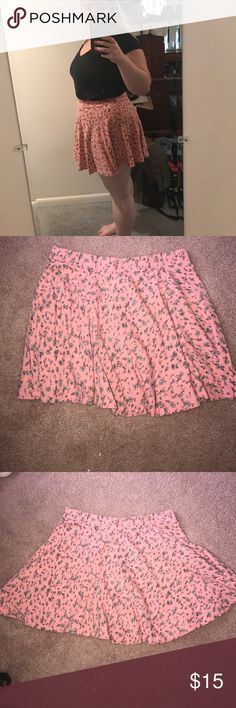 Gently worn adorably and comfy skater skirt Pink and white skater skirt form kohls worn maybe once or twice. Super cute and comfy feel free to shoot me an offer or comment any questions you have :).                  BUNDLE TO SAVE 30%!!!!! Forever 21 Skirts Circle & Skater