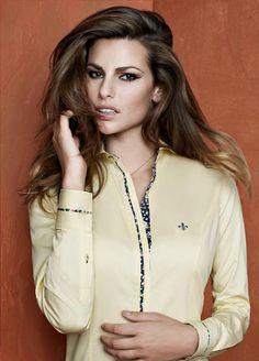 Dudalina Feminina - Loja YOOPI! 3967-7021 - até 6 vezes sem juros: Março 2012 Collar Shirts, Shirt Blouses, Terno Casual, Apron Designs, Satin Blouses, Fashion Sewing, Blouses For Women, Button Up Shirts, Short Dresses