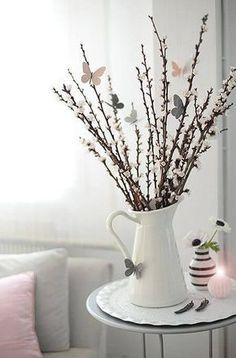 How to decorate your home stylish! DIY decoration ideas for Easter, Easter shrub with butterflies, subtle decoration How to decorate your home stylish! DIY decoration ideas for Easter, Easter shrub with butterflies, subtle decoration Decorating Your Home, Diy Home Decor, Room Decor, Home Decoration, Decorating Tips, Rose Pastel, Centerpieces, Table Decorations, Diy Spring Decorations