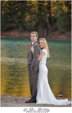 Love this wedding pose. Shows off her curves. More wedding posing ideas on the blog