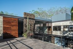 Photo 2 of 32 in Casa Kalyvas by Taller de Arquitectura - Dwell Modern Architecture House, Modern Buildings, Architecture Details, Design Exterior, Modern Exterior, Sims House Design, Modern House Design, Villa Design, Home Design Magazines