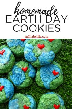 These fun treats are a great food idea for kids to celebrate Earth Day. Amish Sugar Cookies, Sugar Cookie Recipe Easy, Earth Day Activities, Activities For Kids, Fun Baking Recipes, Cookie Recipes, Cookie Calories, Red Food Coloring, Cute Cookies