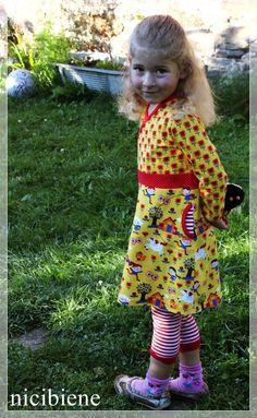 Stoffe: Happy Girl, Flower von Lillestoff, Punkte rot-orange von hier  Pattern, Schnitt: Ottobre 4/2013 Princess Castle, Size 110 ohne Nahtzugaben