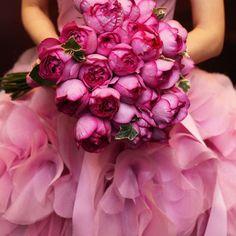 本番ブーケ✨ ブルーのブーケはやめて、だいすきなバラのブーケにしました☺️ 本当にいい香りでだいすきなイヴピアジェ✨ #ヴェラウォン #verawang #ヘイリー #ヘイリーピンク #ペタルピンク #ピンクヘイリー #hayleypink #hayley #リッツカールトン東京 #リッツカールトン #ritzcarlton #theritzcarlton #カラードレス #weddingdress #ブーケ #結婚式 #wedding #お色直し