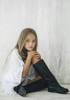 At eight, Kristina Pimenova has been dubbed 'the most beautiful girl in the world'. Which, naturally, begs for intense debate. The Russian supermodel model Fashion Kids, Kristina Pimenova, Little Girl Models, Child Models, The Most Beautiful Girl, Beautiful Children, Tween Girls, Cute Girls, Girl Pictures