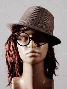 Mannequin head Photos mannequin head with wig, hat and glasses by De todo un poco