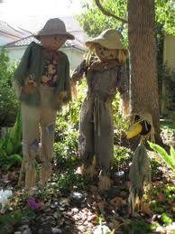 I'm going to do this with Jaxon!!!  DIY Scarecrow Love Holidays, Holidays Halloween, Halloween Fun, Halloween Decorations, Make A Scarecrow, Scarecrow Ideas, Disneyland Rides, Square Foot Gardening, Halloween Activities
