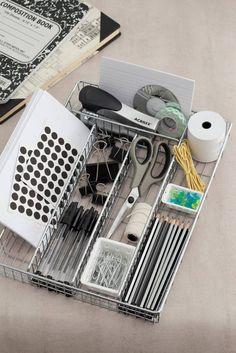 De plástico, madeira ou metal, os porta-talheres podem ser poderosas divisórias para deixar as suas gavetas em ordem. Nessa galeria de imagens, você vê algumas ideias