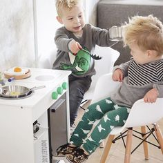 Good morning, breakfast anyone? @heddyleerdam's boys are wearing very cute outfits from our shop #minirodini #monkind #carlijnq #toddlersandtees