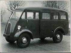 1957 Morris J Delivery Van Vintage Vans, Vintage Trucks, Art Deco Car, Step Van, Old Wagons, Cool Vans, Cars Uk, Commercial Vehicle, Small Cars