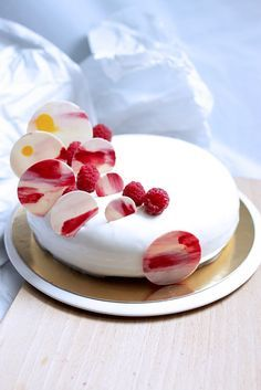 Recipe Ivory dessert with lime, raspberry, coconut - Ivory desserts with lime, raspberry, coconut - Beaux Desserts, Fancy Desserts, Fancy Cakes, Just Desserts, Dessert Recipes, Pastry Art, Beautiful Desserts, Beautiful Cakes, Sweet Cakes