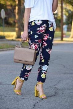 40 Affordable Outfit Ideas For Women With Floral Pants To Perfect Your Style Floral Pants Outfit, Yellow Pants Outfit, Look Fashion, Autumn Fashion, Fashion Outfits, Womens Fashion, Office Outfits, Casual Outfits, Classy Outfits